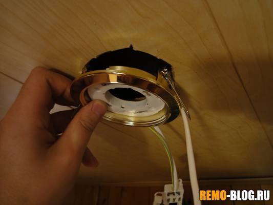 Как заменить патрон в подвесном потолке своими руками 37