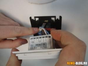 Устанавливаем терморегулятор в подрозетник